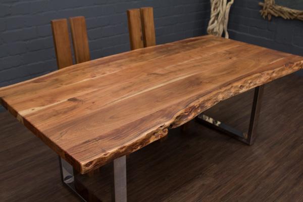 massivholz esstisch aus baumstamm planken mit metall beinen glanz. Black Bedroom Furniture Sets. Home Design Ideas