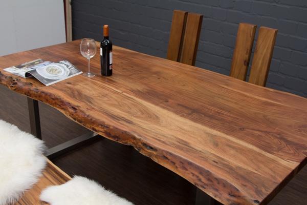 massivholz esstisch aus baumstamm planken mit metall beinen matt. Black Bedroom Furniture Sets. Home Design Ideas