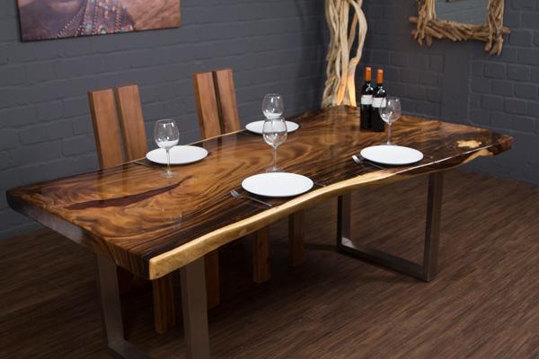 Baumstamm Esstisch Aus Suar Massivholz Mit Baumkanten Und Epoxid