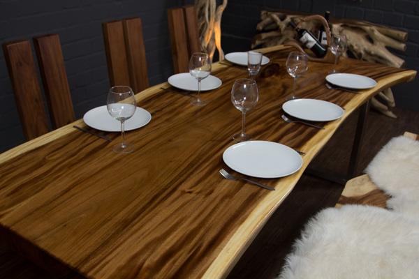 baumstamm esstisch aus suarholz mit baumkanten und metallbeinen. Black Bedroom Furniture Sets. Home Design Ideas