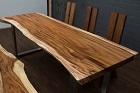 Baumstamm Esstisch aus Suarholz mit Baumkanten und Metallbeinen. Nr.19134