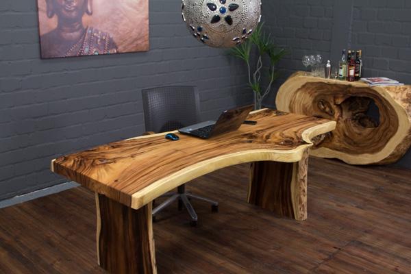 unikat schreibtisch aus einem massivholz suar baumstamm. Black Bedroom Furniture Sets. Home Design Ideas